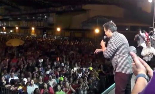 Vídeo: Aos gritos de 'golpista', Cássio é vaiado na abertura do São João de CG