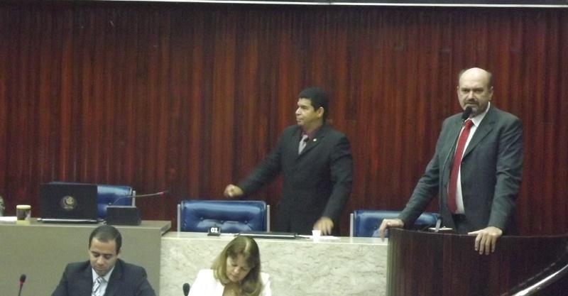Jeová Campos confirma licença da ALPB para tratar do problema da voz