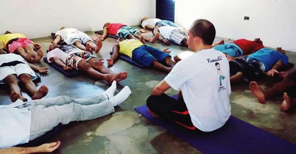 yoga nos presidios - abraao carvalho1