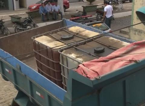 Polícia intercepta carregamento irregular de 2 mil litros de diesel