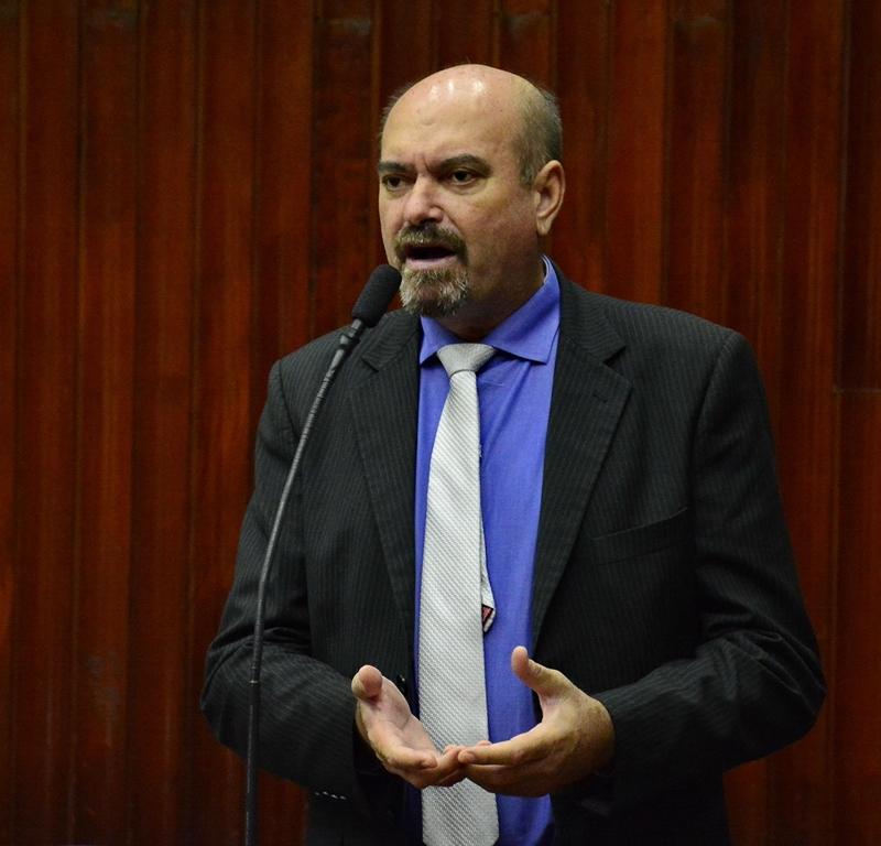 """Deputado lamenta julgamento """"político"""" de Lula e diz que só povo nas ruas pode reverter"""