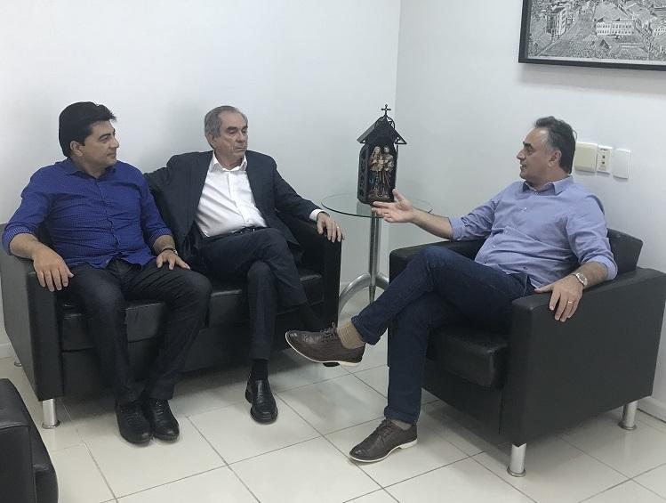 Lira se reúne com Cartaxo e Manoel Jr. para tratar de liberação de U$ 100 milhões