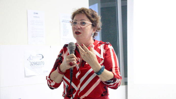 Márcia Lucena recebe moção de aplauso durante Conselho Supremo do IAB
