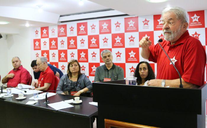 No dia seguinte à condenação, PT lança pré-candidatura de Lula à Presidência
