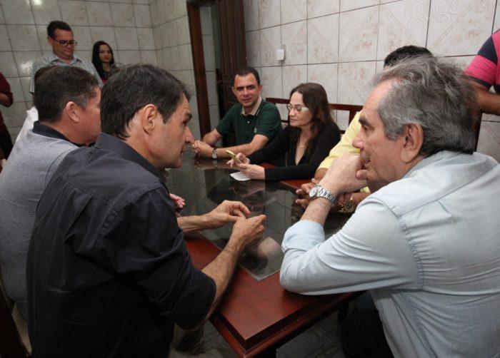 Com Lira, Romero visita Alagoa Nova e participa de missa e procissão