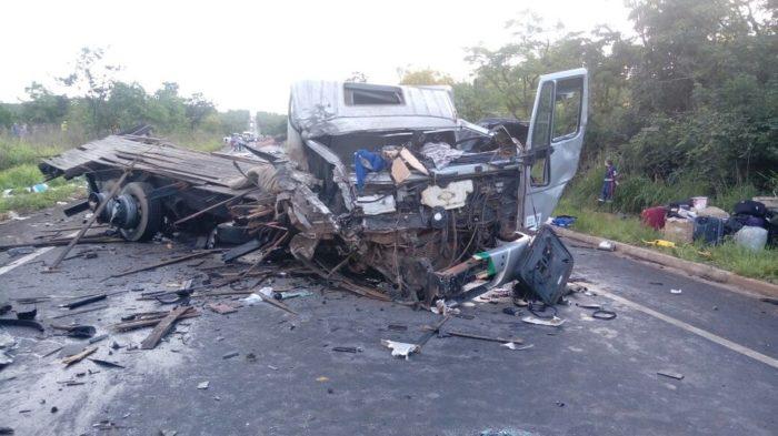Acidente envolvendo 4 veículos deixa 7 mortos e 39 feridos em MG