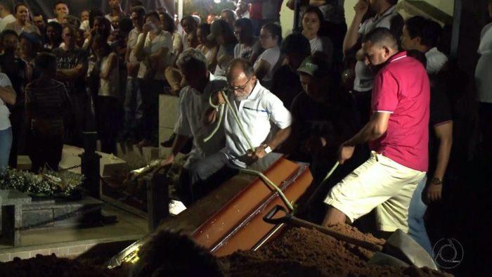 Sob forte comoção, paraibanos mortos em MG são enterrados