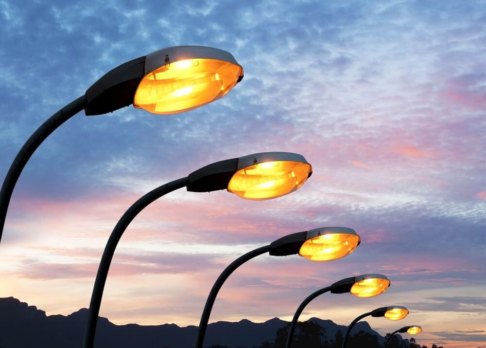 Seinfra conclui iluminação na estrada dá acesso à Praia do Sol