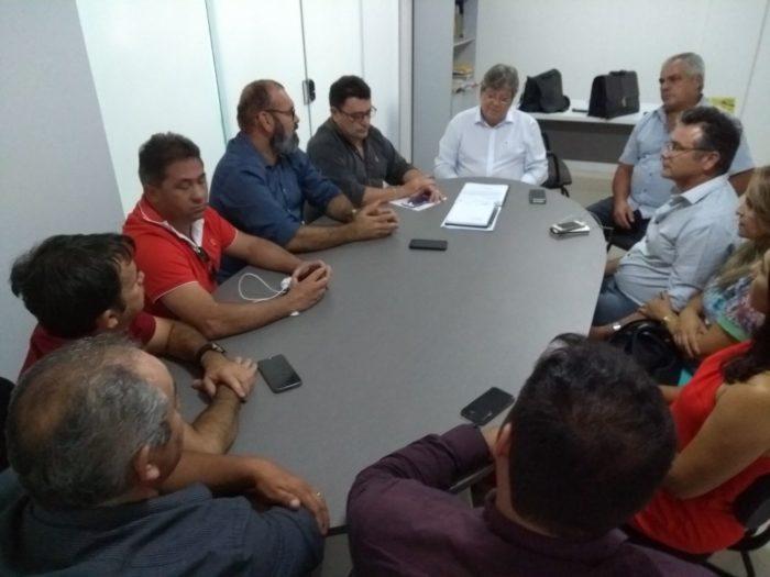 João Azevêdo recebe apoio de mais um prefeito da oposição; dessa vez do PP