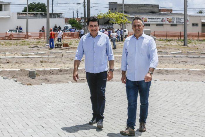 Cartaxo inspeciona obras de praça em Mangabeira VIII e projeta entrega para março