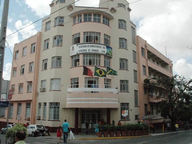 Prefeitura de CG promete bloquear contracheques de servidores com acúmulo de cargos