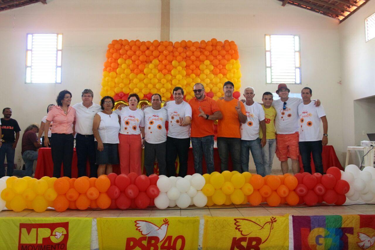 Ao lado de prefeita do Conde, João participa de evento de filiação ao PSB na cidade