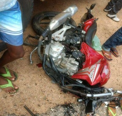Acidente entre carro e motos mata três pessoas em cidade do Litoral Norte da PB