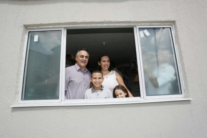 PMJP entrega chaves para 192 famílias de novos moradores do Vista Alegre