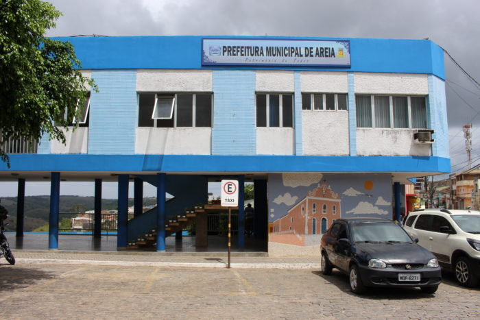 Prefeitura de Areia diz que iniciativa de erguer salas improvisadas partiu de mãe de alunos