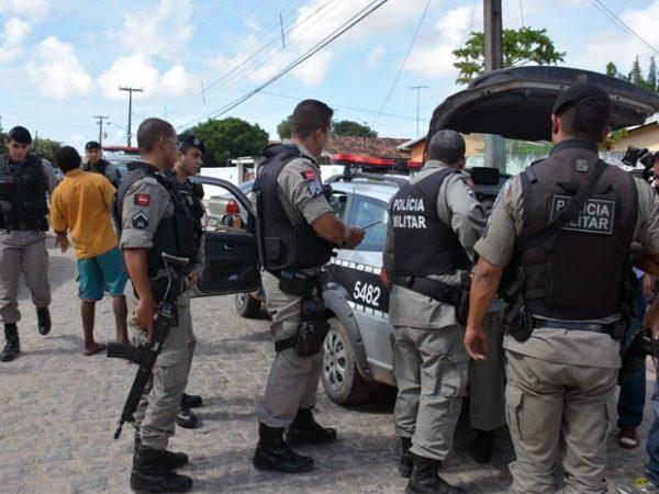 PM prende dupla suspeita de realizar assaltos de moto no Alto do Mateus