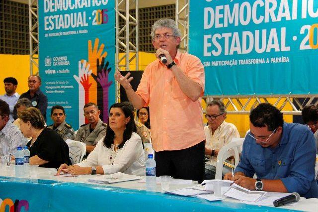 Governo anuncia centro de comercialização e regime especial para setor calçadista de Patos