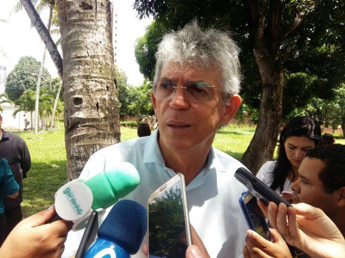 """Ricardo sobre transição de governo: """"vai ser a mais pacífica. Diferentemente daquilo que eu tive"""""""