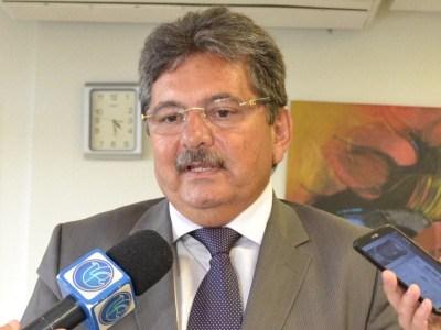 """""""Imbecilidade"""", diz Galdino sobre ação de primo de Romero visando evitar abastecimento de cidades"""