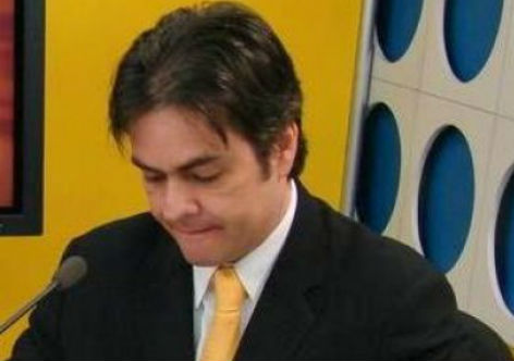 Senador Cássio é vaiado após sua imagem aparecer em telão de evento em Camalaú, revela blog