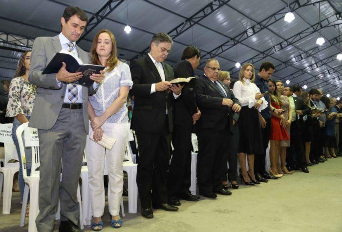 Cássio e Rômulo Gouveia são vaiados durante evento cristão em CG