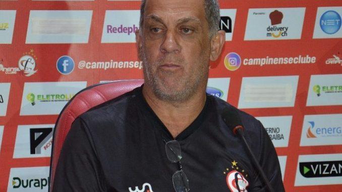 Campinense surpreende e demite Celso Teixeira com 74,1% de aproveitamento