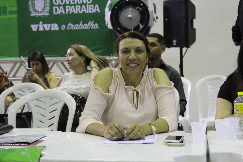 Cida Ramos tem trabalho reconhecido em audiência do Orçamento Democrático