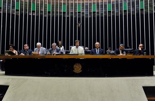 Couto diz que Temer avilta o Rio de Janeiro com intervenção militar na segurança