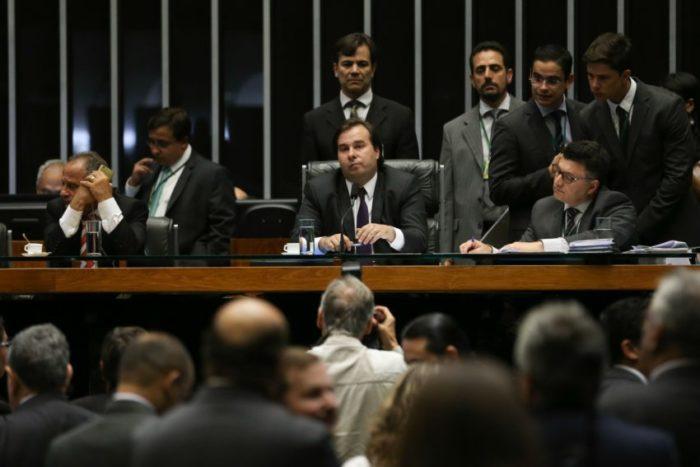 Maia quer engavetar reforma da Previdência, diz Folha de SP