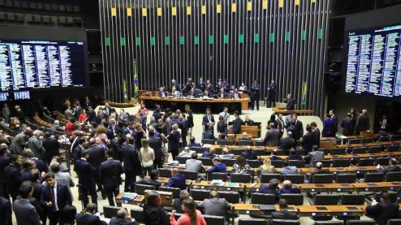 Câmara aprova decreto de intervenção no Rio; senadores votam medida nesta terça