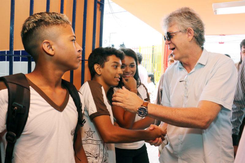 Ricardo Coutinho abre ano letivo da rede estadual e entrega reforma de escola em João Pessoa