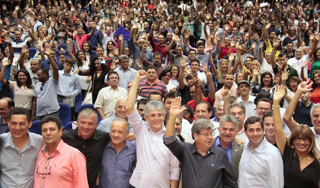 Ricardo empossa mil professores aprovados no concurso público do magistério