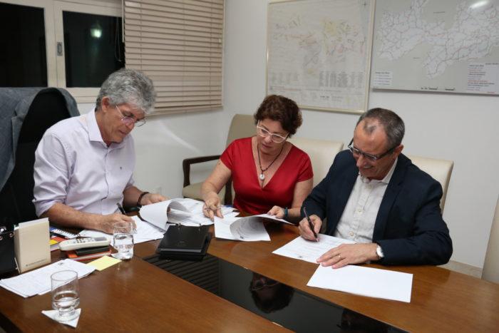 Ricardo assina Protocolo de Intenções com empresa do MS que vai se instalar no Conde