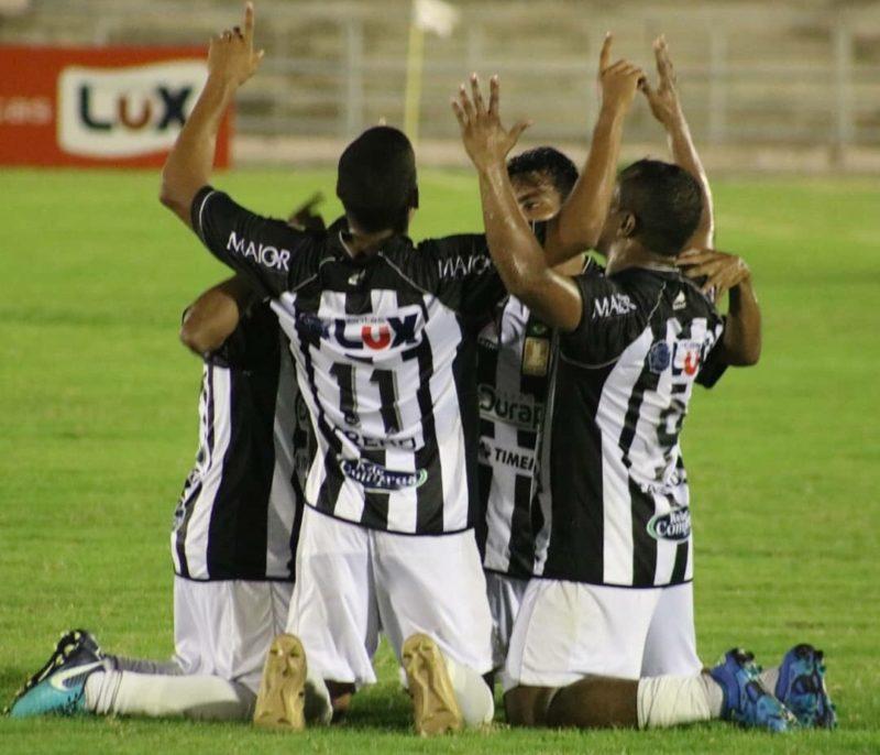 Em casa, Treze vence o Confiança-SE de virada e se mantém vivo na Copa do Nordeste