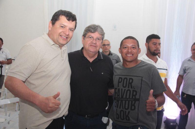 Lideranças do PSDB e PRB aderem à pré-candidatura de João Azevêdo ao governo