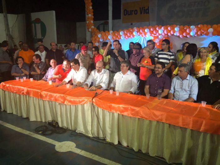 Aclamado em encontro do PSB em Cajazeiras, João critica veto à sua presença em plenárias do ODE