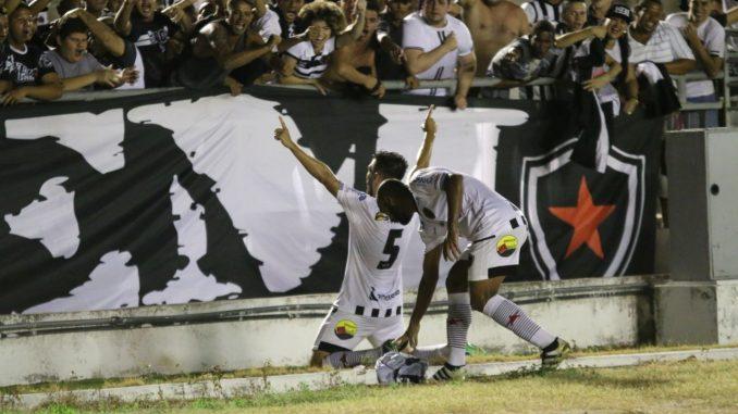 Com gol no fim, Botafogo-PB vence o Treze e abre vantagem em 1º jogo da semifinal