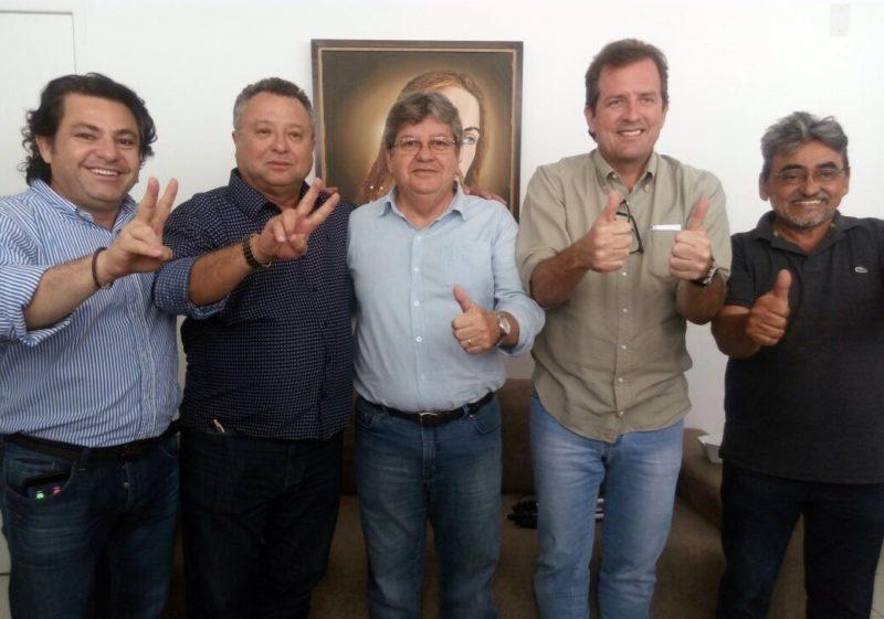 Mais um prefeito de partido da oposição adere à pré-candidatura João Azevêdo ao governo