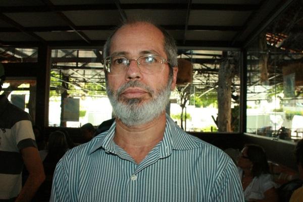 Programa 'Macacos Me Mordam – Ao Vivo!' recebe Walter Galvão nesta sexta