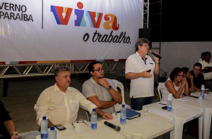 João Azevêdo apresenta a moradores projeto de via que ligará Colinas do Sul ao Geisel