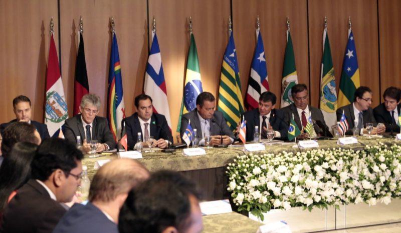 Em encontro de governadores, Ricardo cobra investimentos dos bancos no combate a explosões