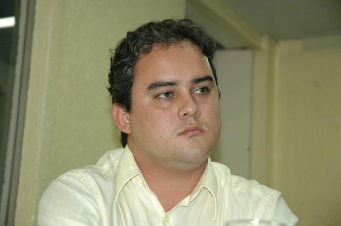 R$1,4 MILHÃO: Prefeito de Alhandra é denunciado por contratar bens e serviços sem licitação