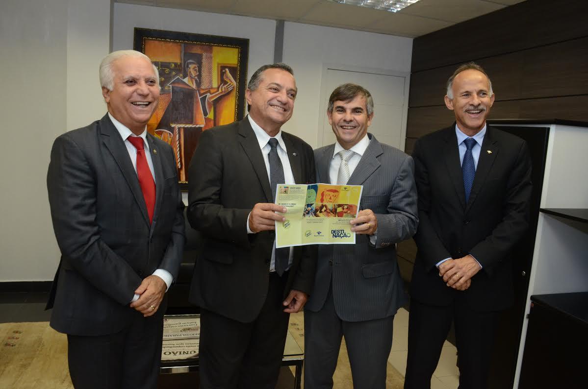 Presidente do TJ recebe delegado da Receita Federal e apoia a Campanha 'Destinação'