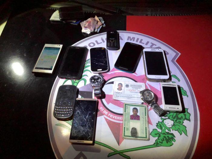 Polícia detém dupla e recupera objetos roubados logo após assalto a ônibus na Capital