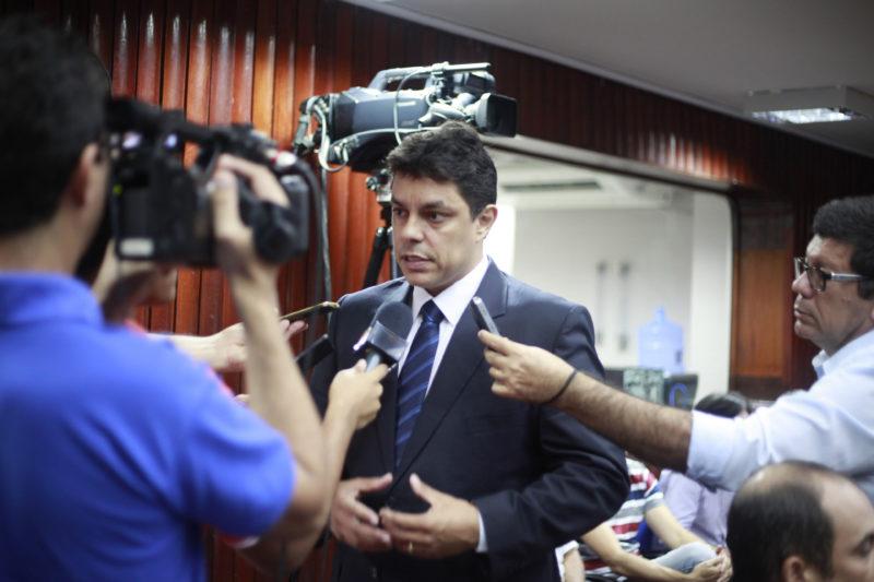 Raoni oficializa pedido de interdição e fiscalização da Orla à Semob