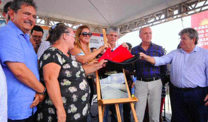 RC entrega Cidade de Madura de Sousa e autoriza restauração de rodovia em Bom Jesus