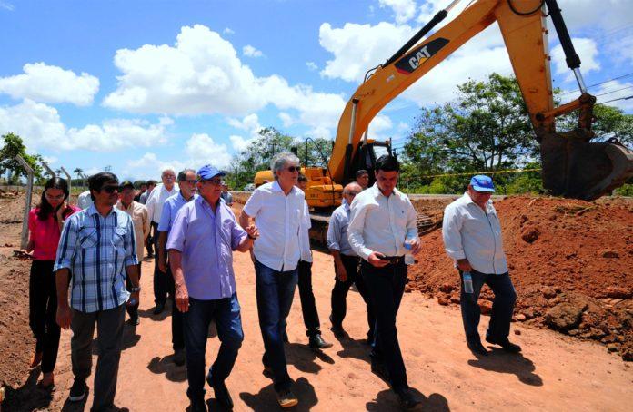 Ricardo inspeciona obras de duplicação de acesso ao Aeroporto Castro Pinto