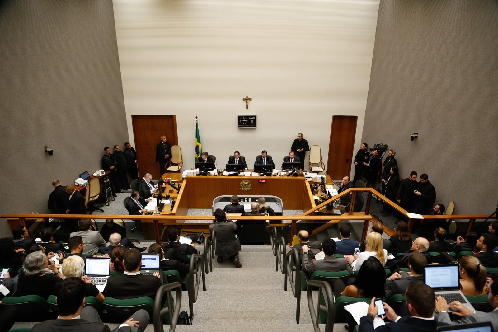 Maioria da 5ª Turma do STJ vota contra pedido de Lula para evitar prisão