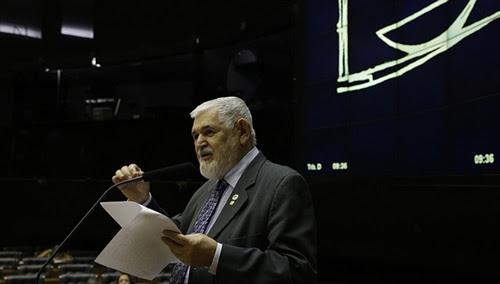 Em discurso na Câmara, Couto cita nomes de assassinados políticos pós-impeachment de Dilma