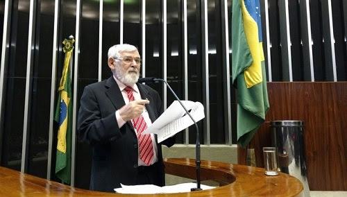 Couto repercute na tribuna da Câmara denúncias contra prefeito de Santa Inês